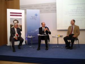 Podiumsdiskussion: Wilfried von Tresckow, Generalleutnant a.D. Kurt Herrmann, Thomas Reuther