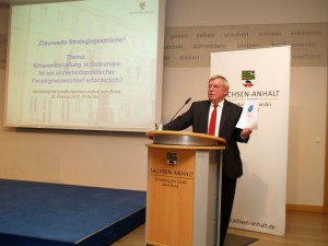 Generalleutnant a.D. Jürgen Bornemann weist auf die Ziele und Inhalte der NATO-Russland-Grundakte hin und erläutert frühere Aktivitäten des NATO-Russland-Rates