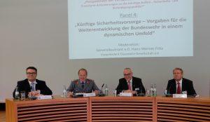 Dr. Tobias Lindner MdB, GenLt Erhard Bühler, GenLt a.D. Hans-Werner Fritz, Dirk Vöpel MdB (v.l.)
