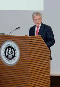 Botschafter Dr. Hans-Dieter Lucas